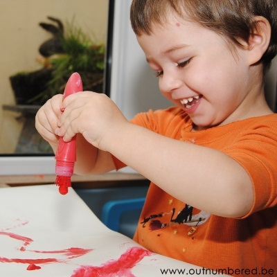 featured immage mess free kid painting